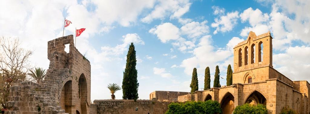 bellapais manastırı