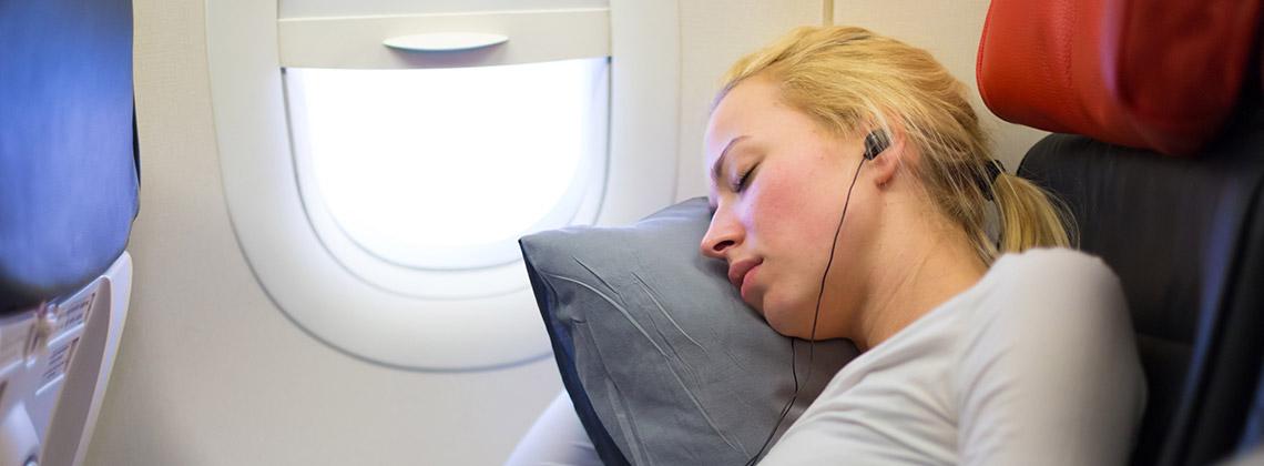 uzun uçak yolculuğunda yemek