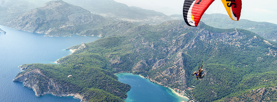 Fethiye'de; yamaç paraşütü