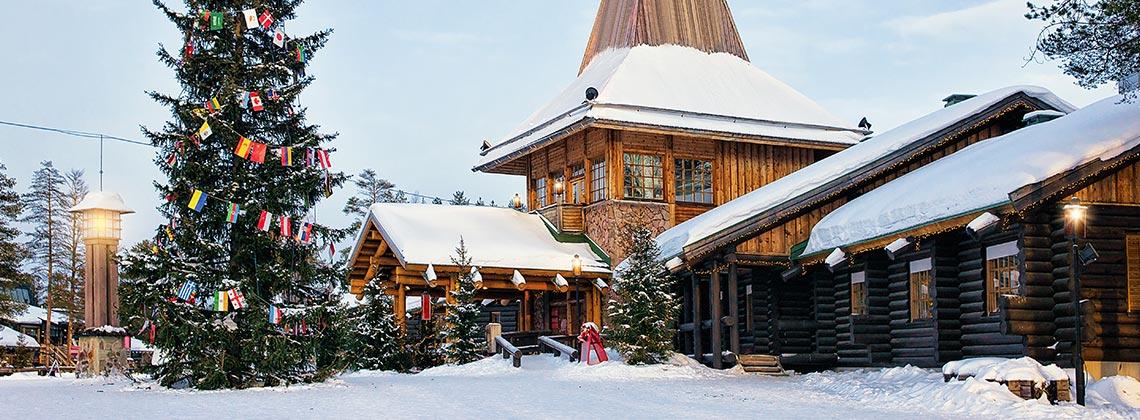 Finlandiya'daki Santa Claus Köyü'nde Masalsı Noel Kutlamaları